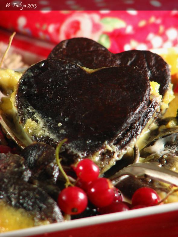 Čokoladna štrukl srčeka sa šumskim voćem