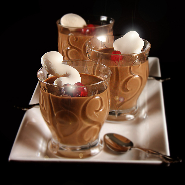 chocolate mousse with meringue kisses
