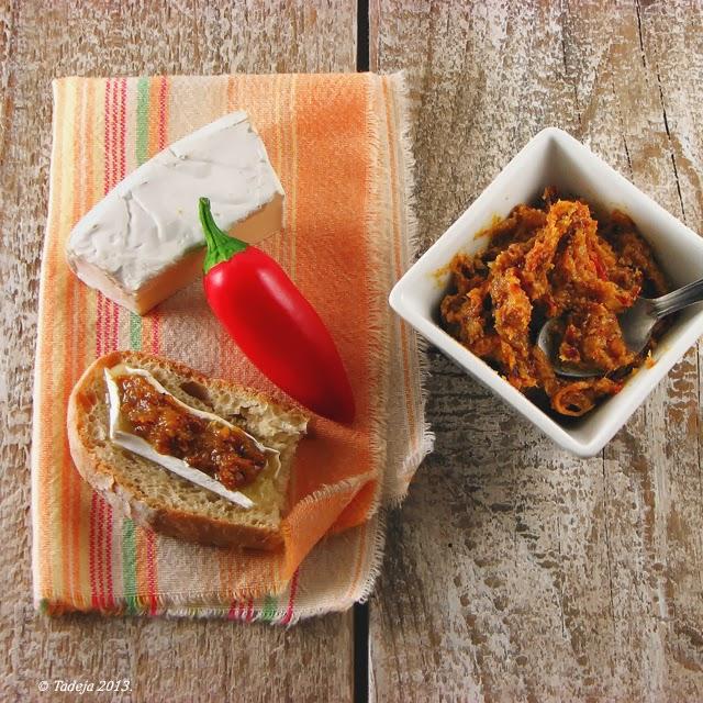 Namaz od pečene slanine, luka i slatkih paprika