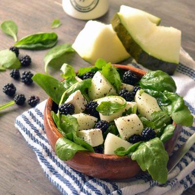 Salata od slatke dinje, rikule i feta sira