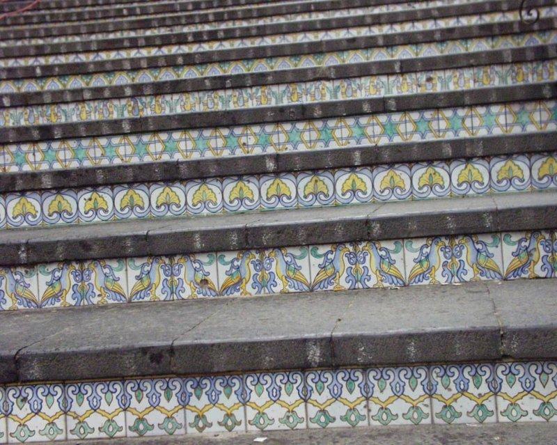 カウタジローネ 階段