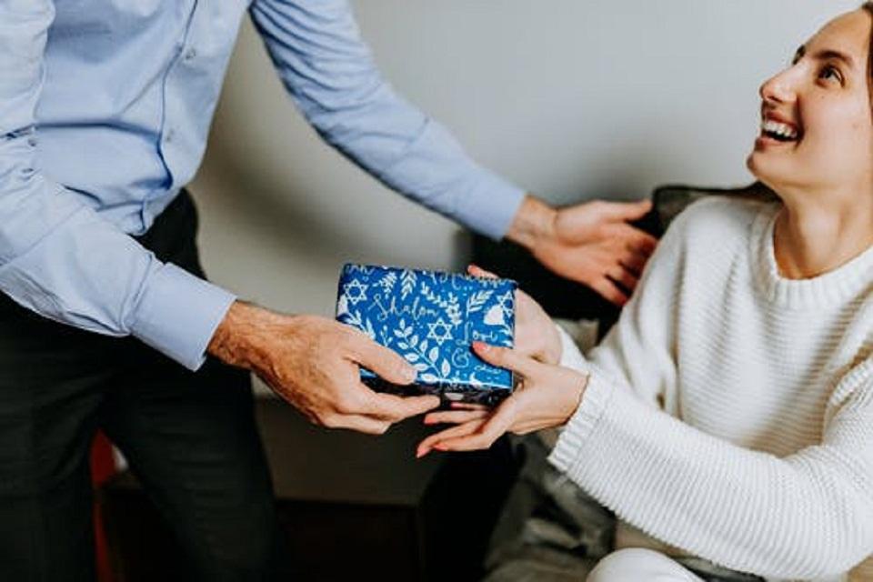 Offrir des cadeaux de noël à ses employés : est-ce une bonne idée ?
