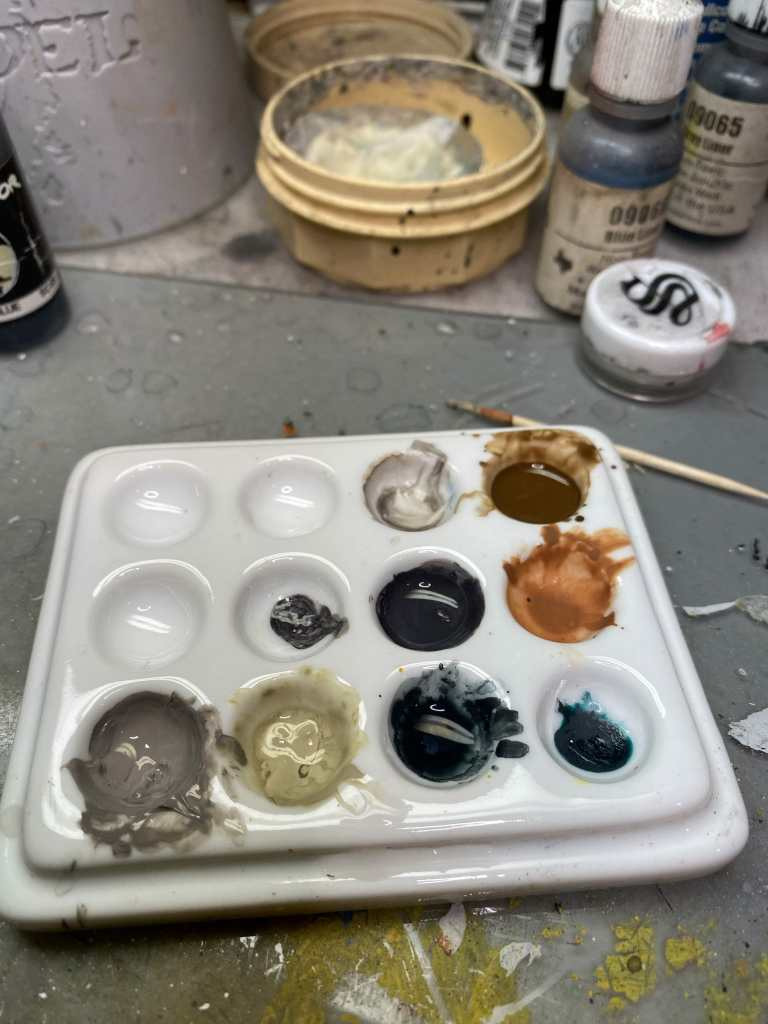 Mixing glaze in a ceramic palette - how to paint a 3d printed model