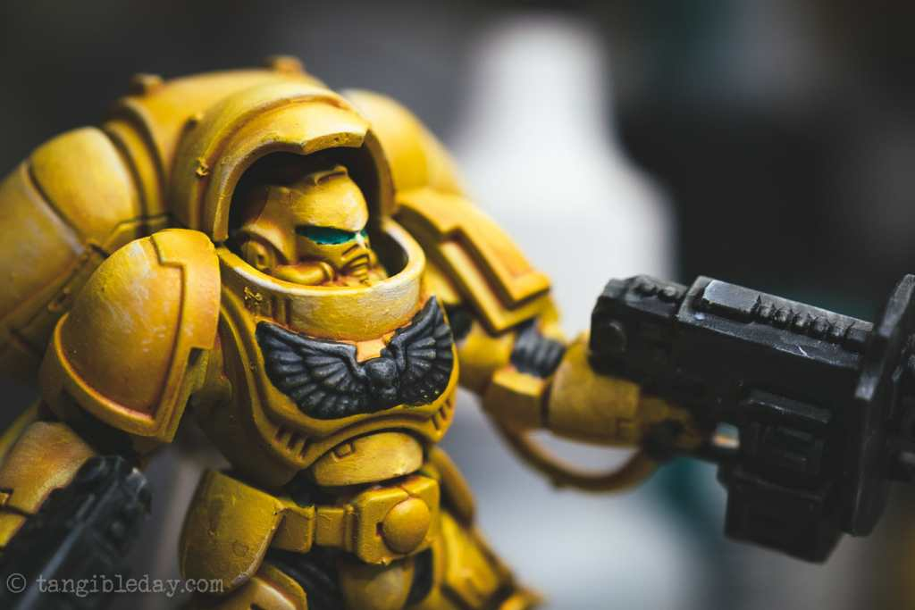 How to Paint Yellow Space Marines (Easy and Fast) - how to paint yellow models and miniatures - Imperial fist primaris inceptor with black accents dry brushed for highlights