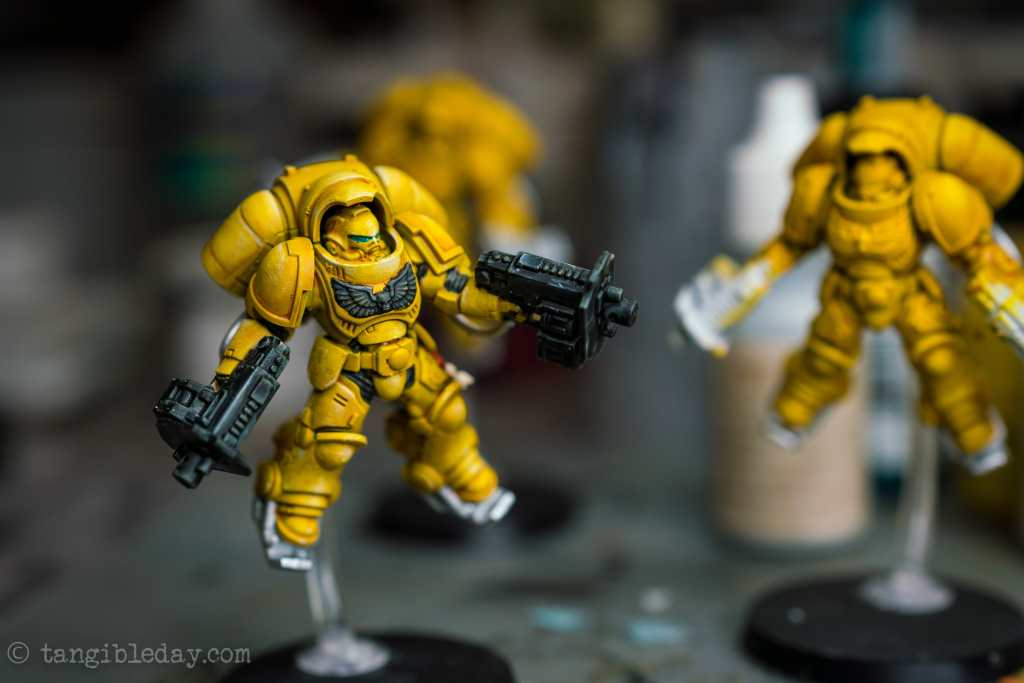 How to Paint Yellow Space Marines (Easy and Fast) - how to paint yellow models and miniatures - Imperial fist primaris inceptor with visor detail added, green