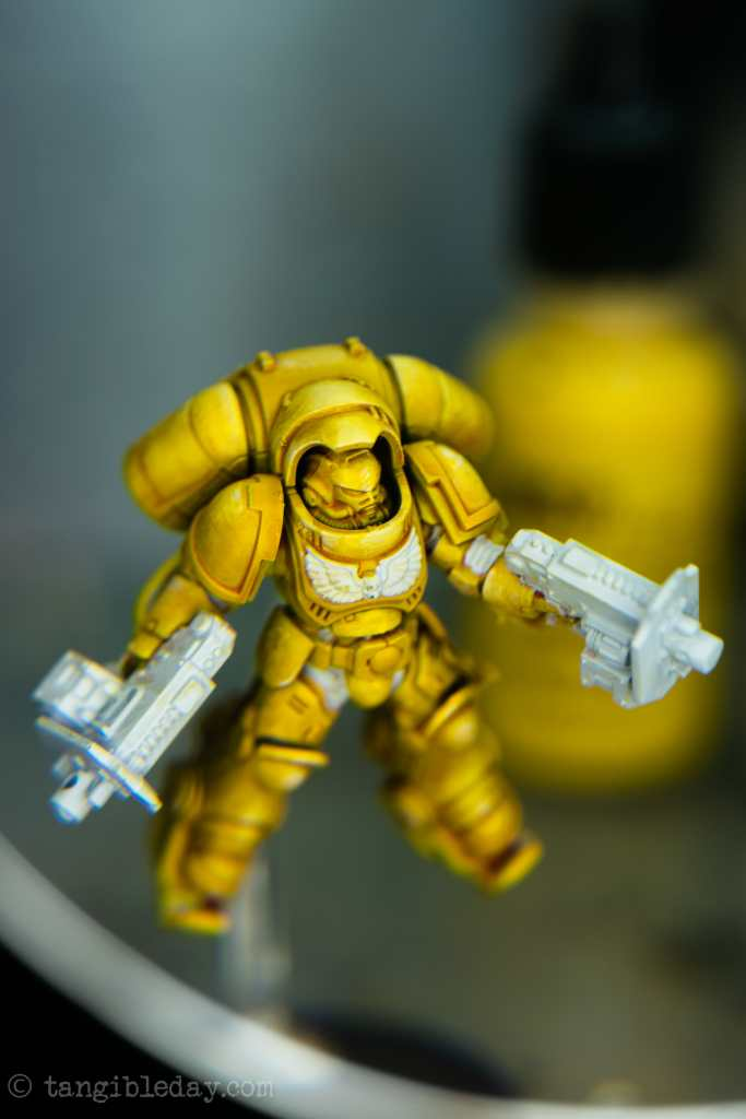How to Paint Yellow Space Marines (Easy and Fast) - how to paint yellow models and miniatures - prepare surfaces for more contrast black templar paint - assault bolters and eagle will receive accent colors here