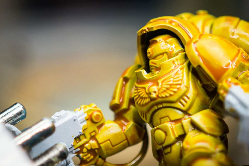 How to Paint Yellow Space Marines (Easy and Fast) - how to paint yellow models and miniatures - contrast paint pooling in the recesses splotchy and uneven