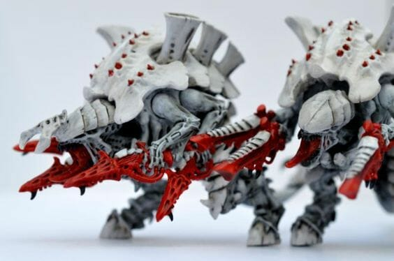 Tyranid color paint schemes – how to paint tyranids – tyranid paint schemes – tyranid army scheme – tyranid color scheme – How to choose Tyranid army color scheme – Tyranid Warhammer 40k colors – Hive fleet color schemes – Hive fleet paint scheme – white red weapons