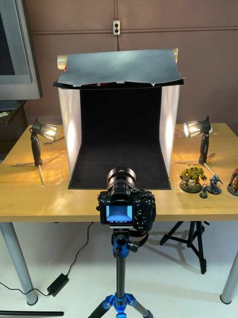 How to take better miniature pictures with a ring light - how to improve your miniature photography - why good light helps improve your miniature and model photography - yesker ring light review for miniature photography - camera photobooth setup