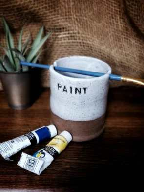 Best paint cups for painting miniatures and hobbies – how to use a paint puck to clean brushes – best water mug for miniature painting – paint brush cup for painting miniatures and models – unique paint water cup ceramic design