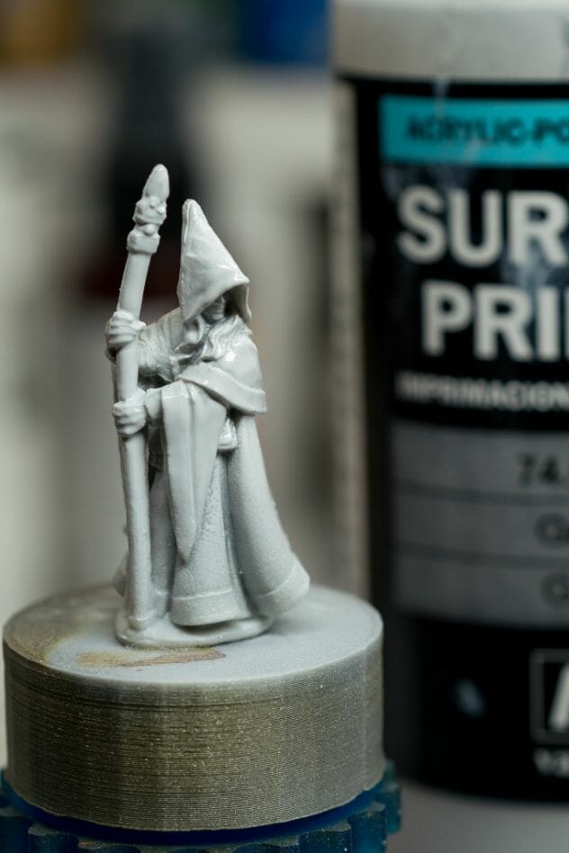 How to paint RPG miniatures for tabletop games in 10 easy steps - painting dnd models - rpg miniature painting - how to paint miniatures for dnd and roleplaying games RPGs - painting dungeon and dragon models - painting dnd minis - recommended varnishes for gaming miniatures - primer applied