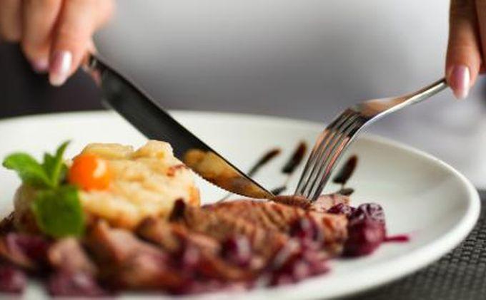 Tips Hindari Makan Malam Atau Ngemil