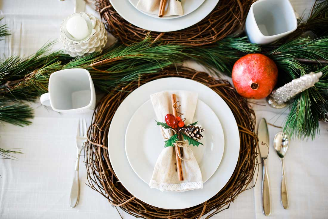 Easy and simplistic beautiful woodland Christmas Tablescape table decor.