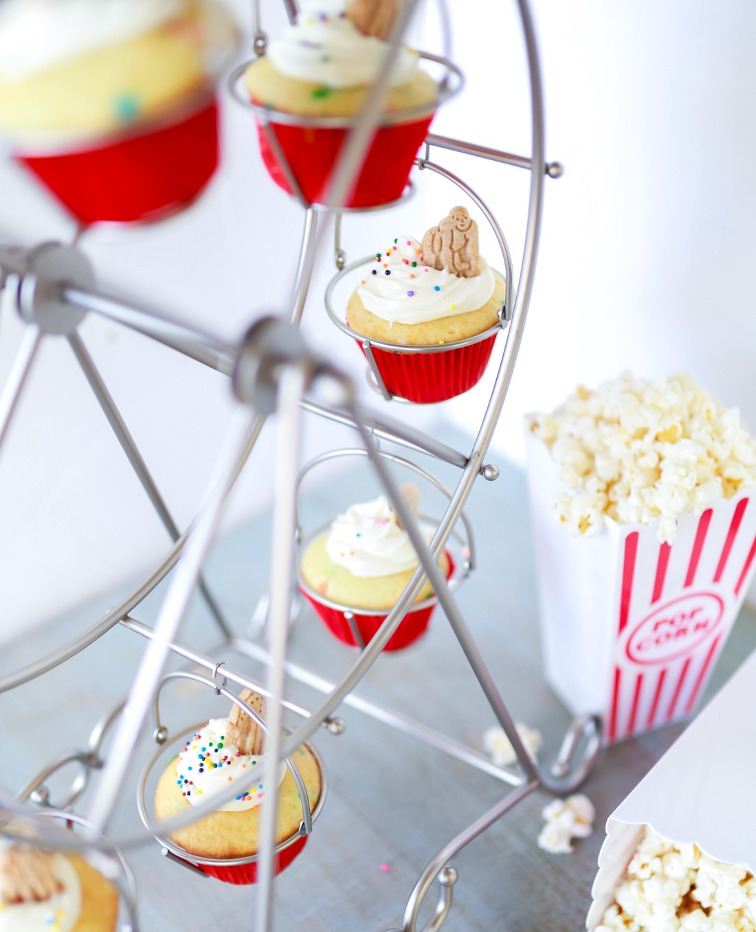 Easy Circus cupcakes with surprise awesomeness! and video tutorial!