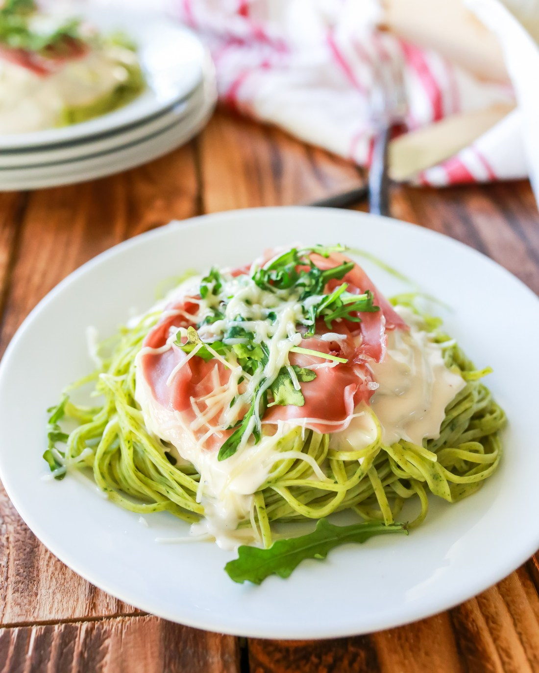 Pasta al Prosciutto è Spignaci is the fancy way of saying Creamy Spinach Pasta topped with toasted prosciutto and baby arugula salad.