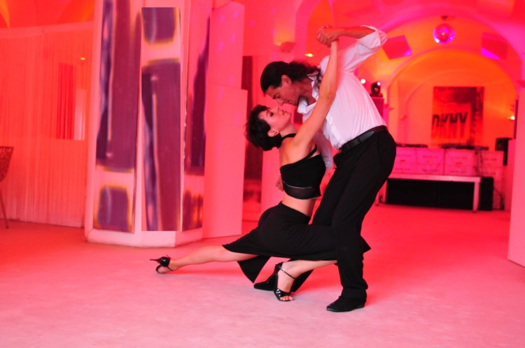 tangomuenchen - Fabian und Michaela tanzen eine Show im Nektar, München