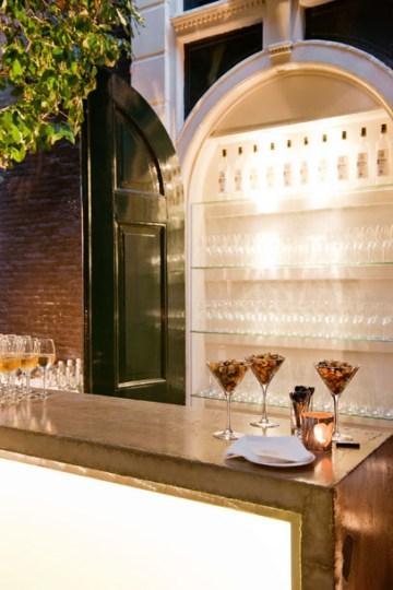TANGO_online_Secluded garden Bar