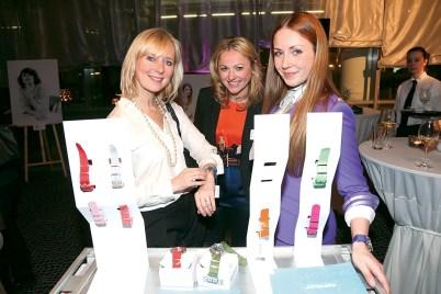 Brigitte Engler, Elene Kromer mit Pop Pilot-Stewardess