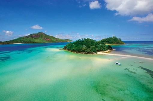 ATEMBERAUBEND | Die paradiesischen Inseln der Seychellen bieten das ganze Jahr über warme Temperaturen, strahlend weiße Sandstrände, kristallklares Wasser und eine traumhafte tropische Kulisse aus üppiger Vegetation und einer artenreichen Tierwelt.
