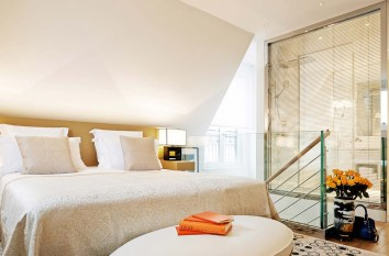 67311085-h1-suite_palais_royal_bedroom