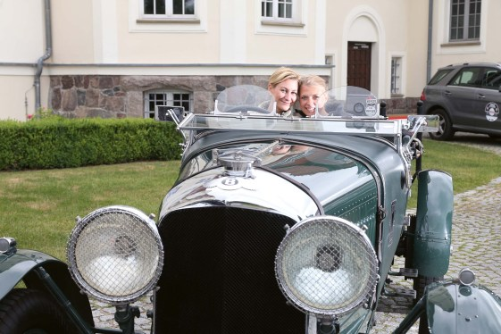 Eisabeth Hake, Sandra Naumburg im Bentley Blower 4,5 Litre