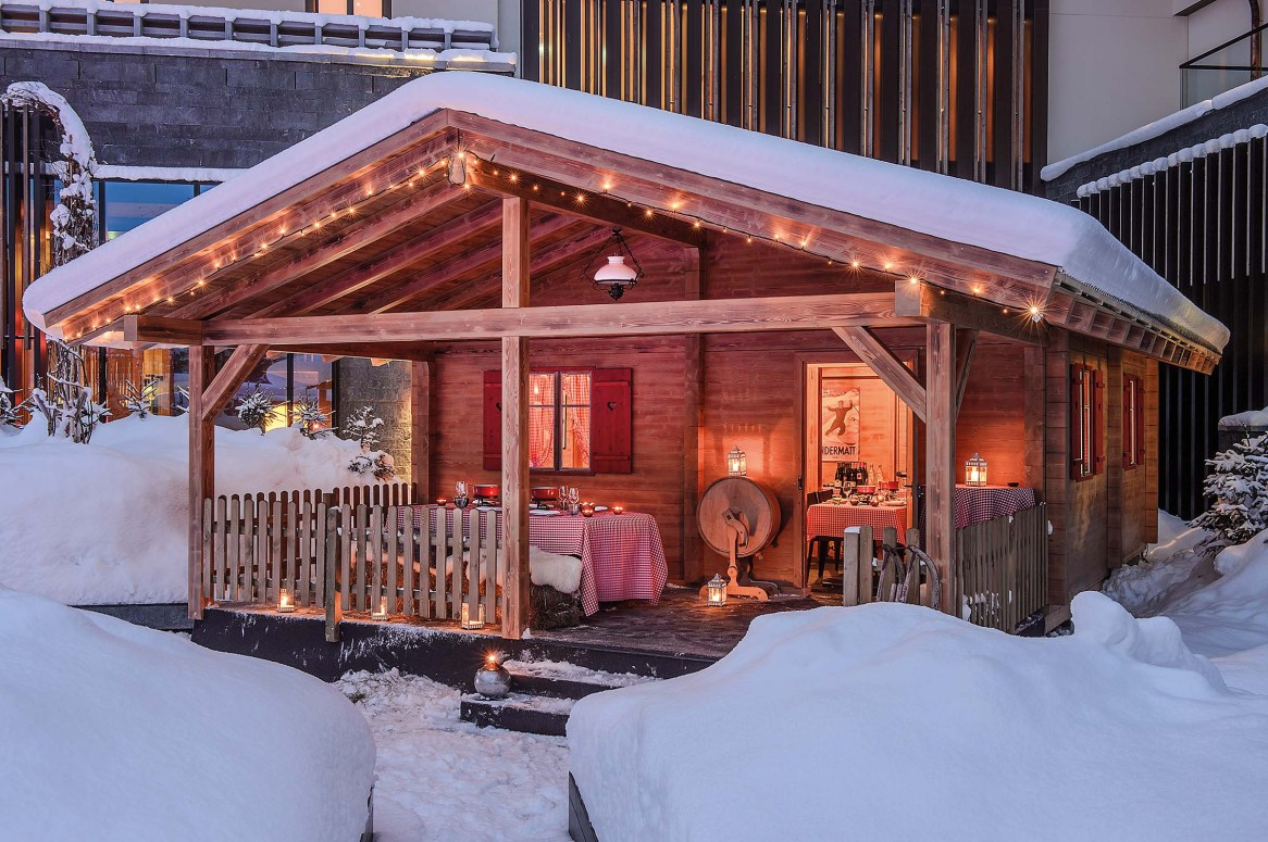 CAM-Dining-The_Chalet_Exterior