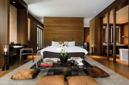 CAM-Rooms-Grand-Deluxe-Suite-Bedroom