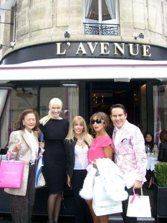 Lunching in Paris, Darling