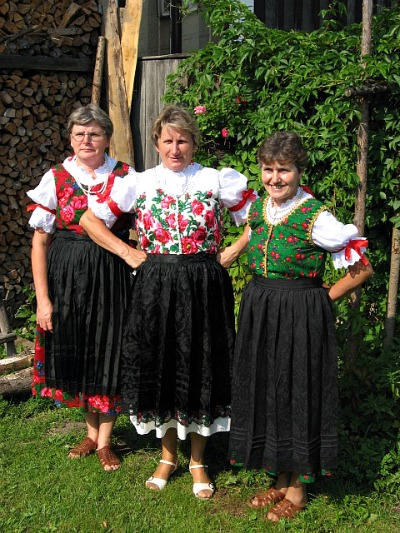 Love their tradtional dress.