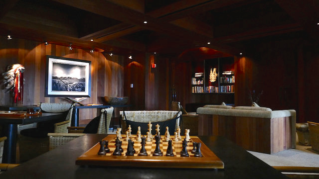 aman resort, amangani, jackson hole, wyoming, usa, luxury, library, books, chess set, interior library chess set art books hotel amangani
