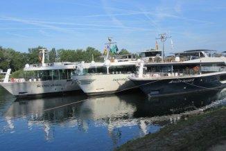 Tethered Ships