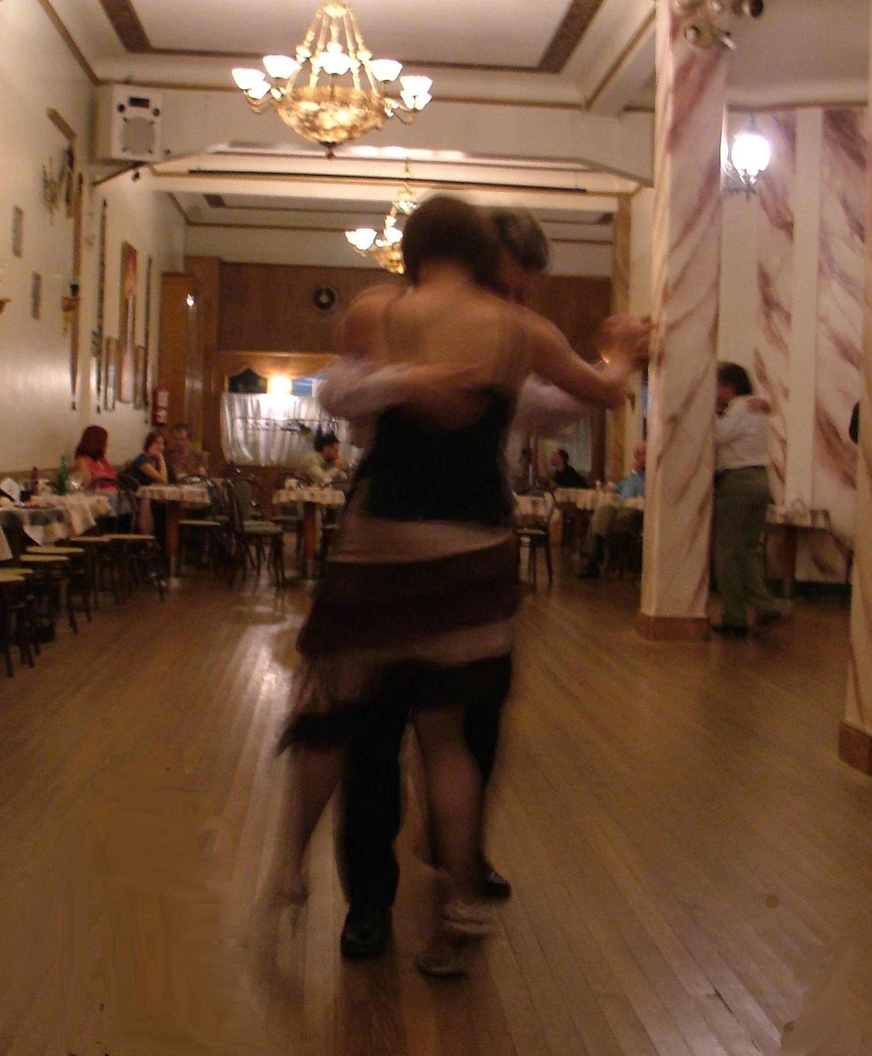 Bob and Viv Dance in Salon Dandi