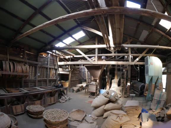 梁の木材に歴史を感じました