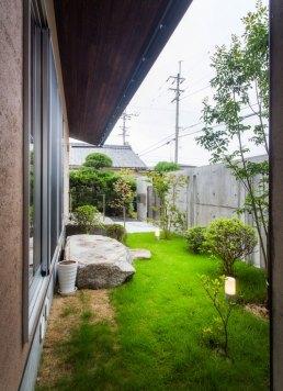 河南町の家中庭2