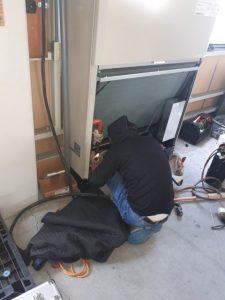 業務用床置きエアコン配管ガス溶接工事