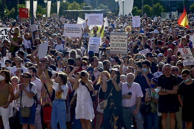 اسبانيا: مظاهرة حاشدة في مدريد رفضا لوضع الكمامة (صور)