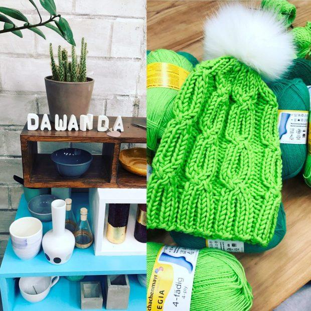 Als kleiner Bonus: gestrickte Mütze im Sockenmuster aus Merino Extrafine 40 in Farbe 370 wiesengrün. Kunstfell Pompon (Fox in White) von www.aheadhunter.at
