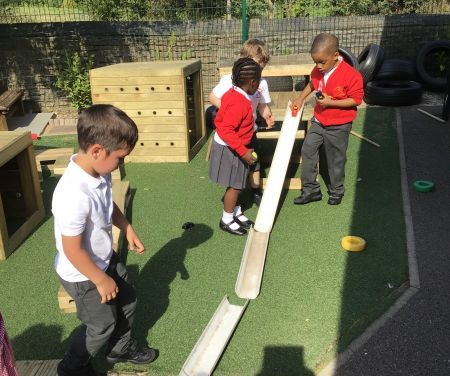 THE SHINING STARS ENJOY IN AND OUTDOOR LEARNING IN RECEPTION!