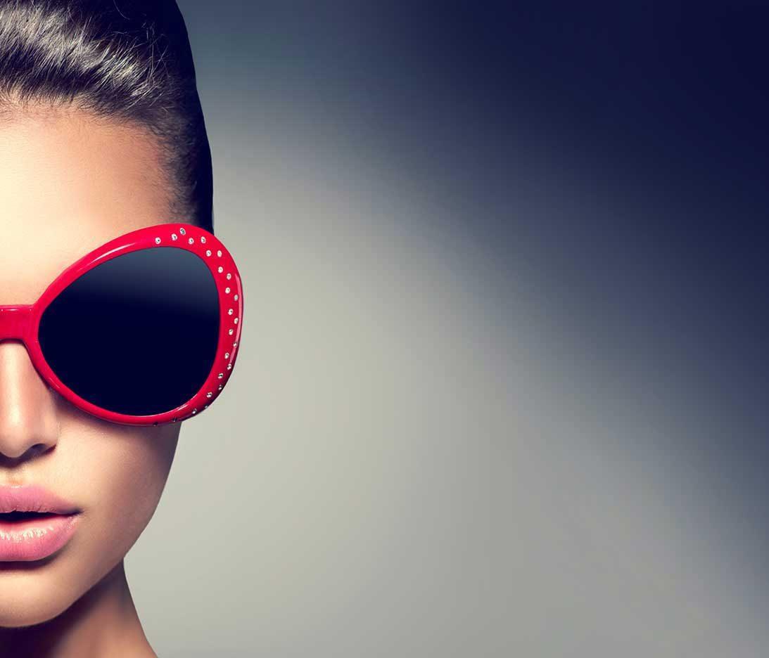 Woman: sunglass portrait