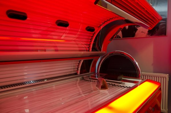 how to lay in a tanning bed positions