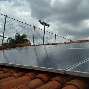 03 - Arranjo fotovoltaico finalizado - 18 x 255Wp Yingli