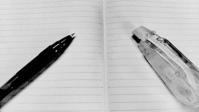 ノート、ペン、修正テープ