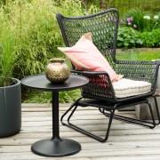 Hvordan planlegge hyggelige rom i hagen? hagemiljø, sitteplasser, terrasse, hagemøbler, krukker med frodig prydgress.