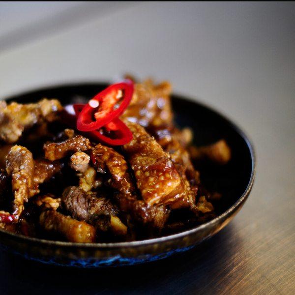 Tante Kookt Moluks Javaans Eten Thuisbezorgd Afhaal Spek Smoor close dark - Tante Kookt - Take Away & Home Delivery