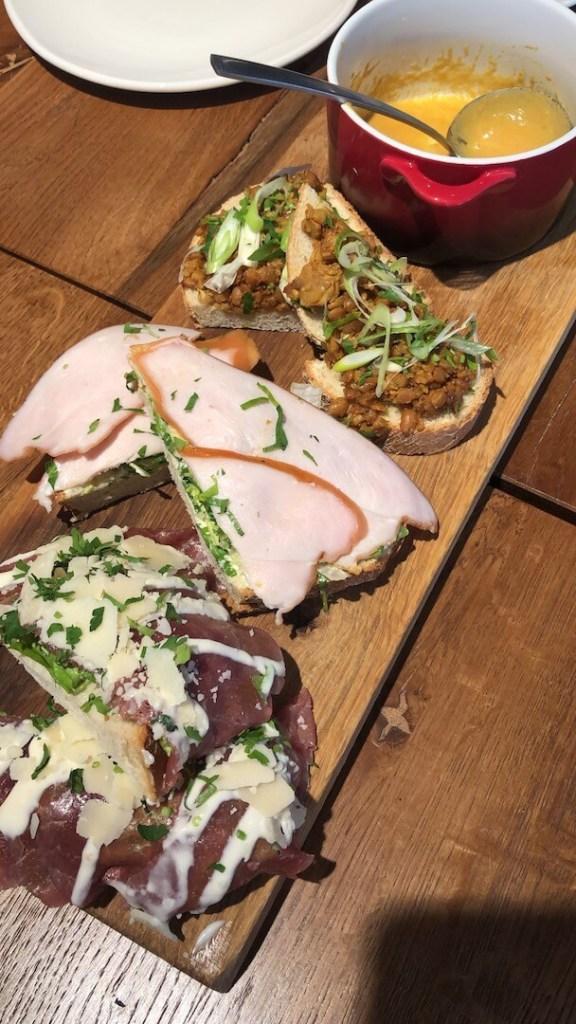 heel veel Sinterklaas en lekker eten bij Stage Kitchen&Café
