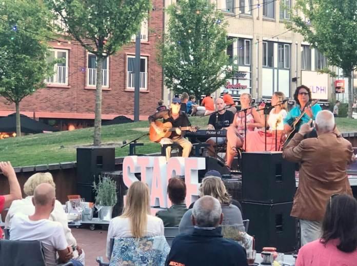 zomeravonden op het Cadenzaplein in Zoetermeer genieten van livemuziek