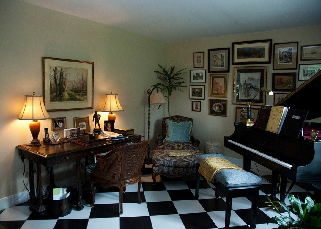 Home intériorisation with piano, desk and chaise longue