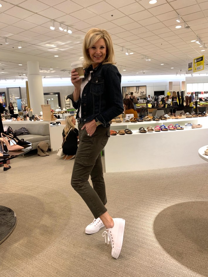 Top US fashion blogger, Tanya Foster shops the Nordstrom Anniversary Sale: image of Tanya Foster shopping for the Nordstrom Anniversary Sale