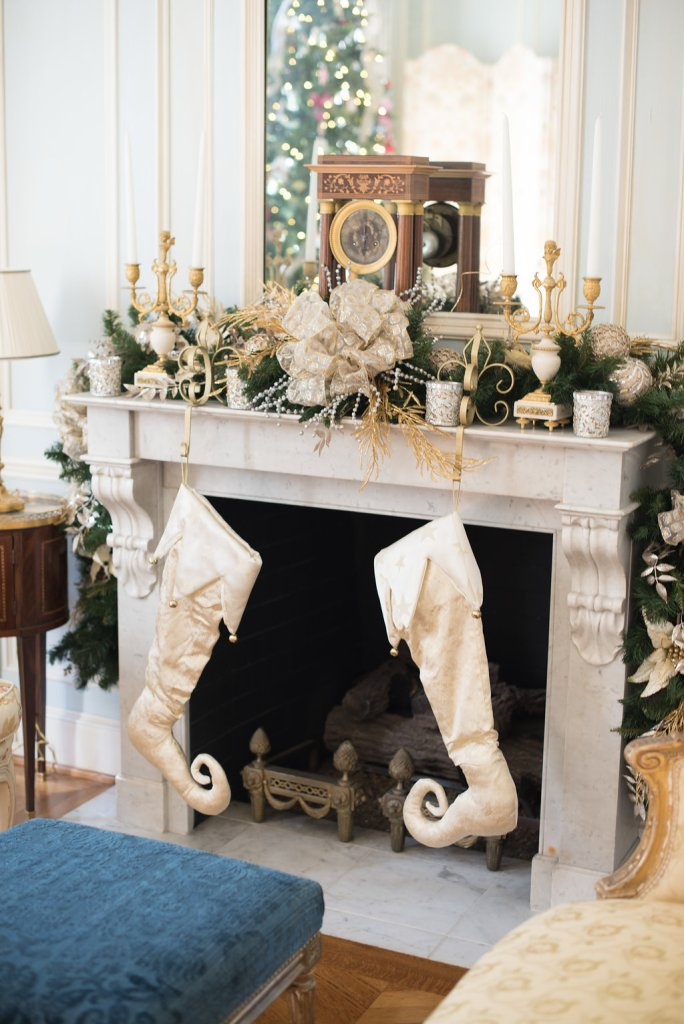 Tanya Foster shows how she decorates her home for the holidays