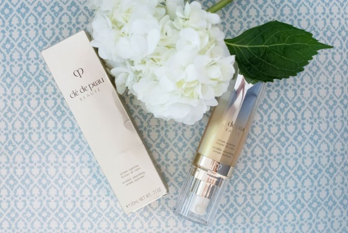 CLÉ DE PEAU WRINKLE SMOOTHING SERUM SUPREME | Product Review: CLÉ DE PEAU WRINKLE SMOOTHING SERUM SUPREME by popular beauty blogger Tanya Foster: image of Clé de Peau Wrinkle Smoothing Serum Supreme.